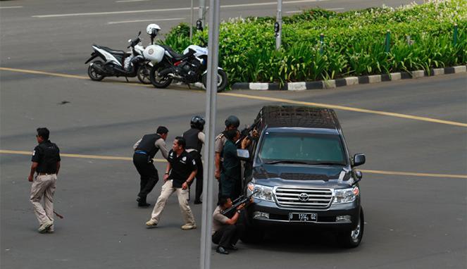 359762_baku-tembak-polisi-versus-pelaku-peledakan-bom-sarinah_663_382