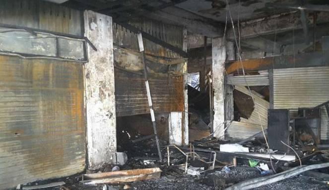 58820572795fe-suasana-di-dalam-pasar-senen-setelah-kebakaran_663_382