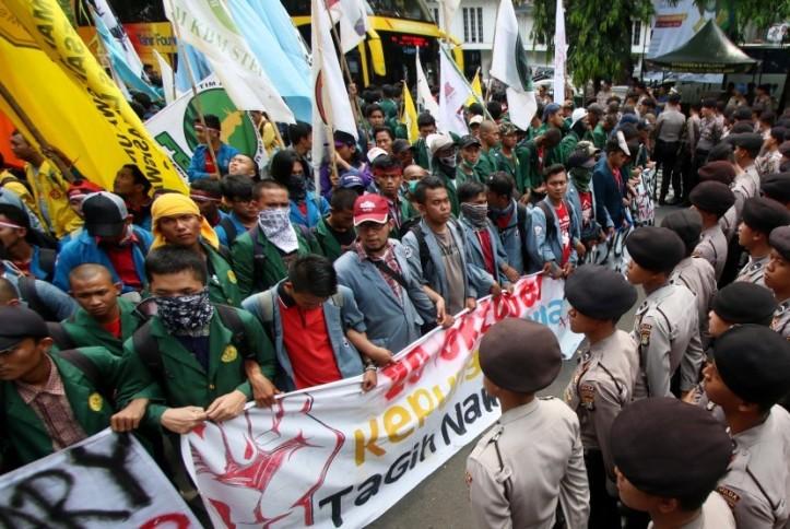 massa-yang-tergabung-dalam-badan-eksekutif-mahasiswa-seluruh-indonesia-_161020172251-329