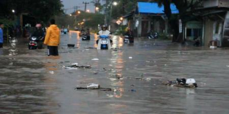0014292cirebon-banjir-hebat-putus-jalur-utama-dan-rendam-ribuan-rumah-1780x390